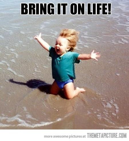 funny-little-girl-happy-sea